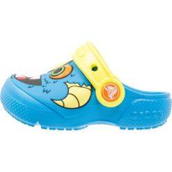 Crocs FUN LAB Sandały kąpielowe ocean/tennis ball green. Niebieskie sandały chłopięce marki Crocs, z gumy. Za 129,00 zł.