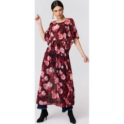 NA-KD Boho Szyfonowa sukienka kaftan we wzory - Red,Multicolor. Niebieskie długie sukienki marki NA-KD Boho, na imprezę, w koronkowe wzory, z koronki, boho, na ramiączkach. W wyprzedaży za 48,59 zł.