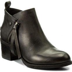 Botki WRANGLER - Cameron Zip WL172604 Black 62. Czarne buty zimowe damskie Wrangler, z materiału. W wyprzedaży za 259,00 zł.