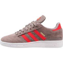 Adidas Originals BUSENITZ Tenisówki i Trampki tech earth/red/gold metallic. Szare tenisówki damskie marki adidas Originals, z gumy. W wyprzedaży za 246,35 zł.