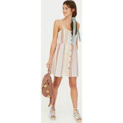 Sukienka Paradise w kolorowe paski w rustykalnym stylu. Szare sukienki Pull&Bear, w kolorowe wzory. Za 89,90 zł.