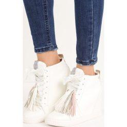 Biało-Złote Sneakersy Honeymoon. Białe sneakersy damskie Born2be, z satyny. Za 44,99 zł.