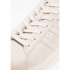 Adidas Originals SUPERSTAR Tenisówki i Trampki clear brown. Brązowe tenisówki damskie marki adidas Originals, z materiału. W wyprzedaży za 239,40 zł.