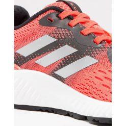 Buty damskie: adidas Performance AEROBOUNCE  Obuwie do biegania treningowe easy coral/silver metallic/tactile red