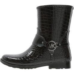MICHAEL Michael Kors Kalosze black. Czarne buty zimowe damskie marki MICHAEL Michael Kors, z gumy, przed kolano, na wysokim obcasie. W wyprzedaży za 407,20 zł.