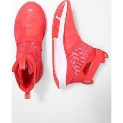 Buty sportowe damskie: Puma FIERCE STRAP SWIRL Obuwie treningowe poppy red/white