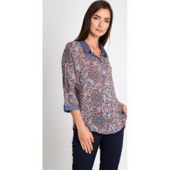 Koszula z orientalnym wzorem QUIOSQUE. Brązowe koszule jeansowe damskie QUIOSQUE, z koszulowym kołnierzykiem, z długim rękawem. W wyprzedaży za 49,99 zł.
