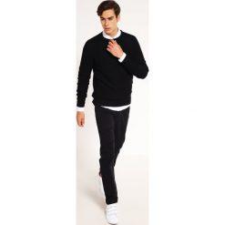 Swetry męskie: Jack & Jones JCOWIND CREW NECK NOOS Sweter black
