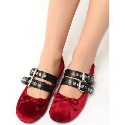 Bordowe Balerinki Joukko. Czerwone baleriny damskie lakierowane Born2be, w paski, ze skóry, na płaskiej podeszwie. Za 59,99 zł.