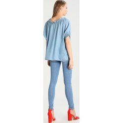 Denham Bluzka washed indigo. Niebieskie bluzki damskie marki Denham, m, z lyocellu. Za 549,00 zł.