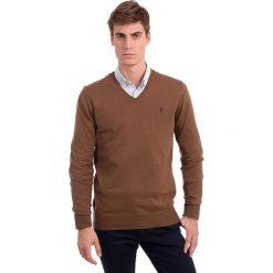 Swetry klasyczne męskie: Sweter w kolorze jasnobrązowym