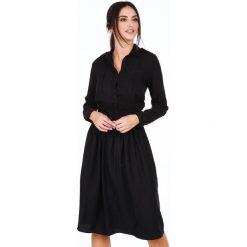 Sukienka z kołnierzykiem czarna 1897. Czarne sukienki z falbanami marki Fasardi, m, z dresówki. Za 99,00 zł.