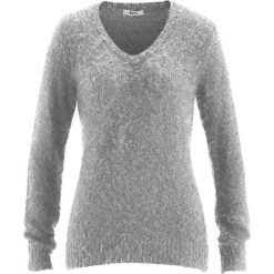 Sweter z przędzy z długim włosem,  z dekoltem w serek bonprix matowy srebrny. Szare swetry klasyczne damskie bonprix, z dekoltem w serek. Za 49,99 zł.