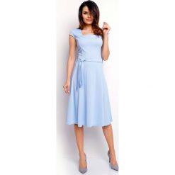 Niebieska Wyjściowa Rozkloszowana Sukienka z Dekoltem Karo. Niebieskie sukienki balowe marki Molly.pl, do pracy, l, z dekoltem na plecach, mini, dopasowane. W wyprzedaży za 105,93 zł.