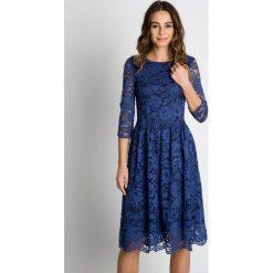Sukienki: Rozkloszowana sukienka w koronkę BIALCON