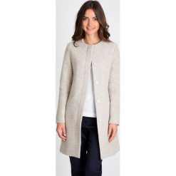 Płaszcze damskie: Beżowy elegancki płaszcz na guziki QUIOSQUE