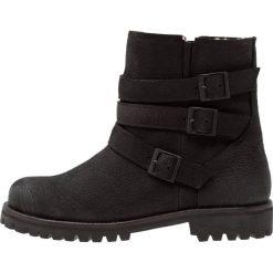 Blackstone Botki kowbojki i motocyklowe black. Brązowe buty zimowe damskie marki Blackstone. W wyprzedaży za 504,50 zł.