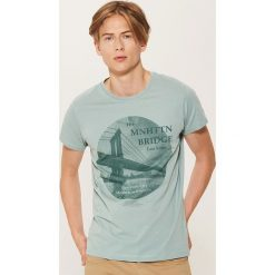 T-shirt z fotonadrukiem - Zielony. Zielone t-shirty męskie marki House, l. W wyprzedaży za 29,99 zł.