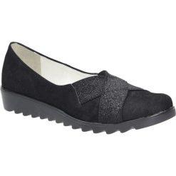 Czarne półbuty na koturnie błyszczące Casu 710. Czarne buty ślubne damskie Casu, na koturnie. Za 98,99 zł.