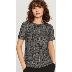 Koszulka we wzory - Wielobarwn. Szare t-shirty damskie Reserved, l. Za 69,99 zł.