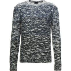 Armani Exchange Sweter white/grey/sargasso. Czarne swetry klasyczne męskie marki Armani Exchange, l, z materiału, z kapturem. Za 569,00 zł.