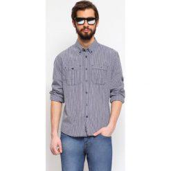 KOSZULA DŁUGI RĘKAW MĘSKA SHAPED FIT. Szare koszule męskie marki Top Secret, m, z klasycznym kołnierzykiem, z długim rękawem. Za 39,99 zł.