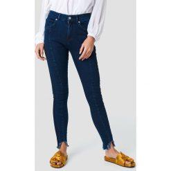 NA-KD Jeansy z zaokrąglonymi nogawkami - Blue. Niebieskie jeansy damskie NA-KD, z jeansu, z podwyższonym stanem. Za 161,95 zł.