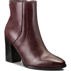 Botki CAPRICE - 9-25315-29 Bordeaux Antic 558. Czerwone buty zimowe damskie Caprice, z materiału, na obcasie. W wyprzedaży za 269,00 zł.