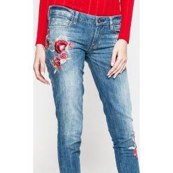 Guess Jeans - Jeansy Starlet. Niebieskie jeansy damskie rurki marki Guess Jeans, z obniżonym stanem. W wyprzedaży za 479,90 zł.