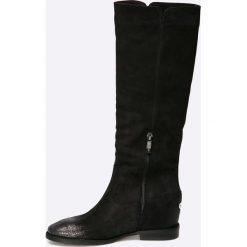Carinii - Kozaki. Czarne buty zimowe damskie Carinii, z materiału, z okrągłym noskiem, na koturnie. W wyprzedaży za 299,90 zł.