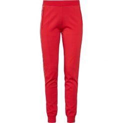 DESIGNERS REMIX CASEY PANTS Spodnie treningowe rot. Czerwone spodnie dresowe damskie DESIGNERS REMIX, xl, z materiału. W wyprzedaży za 419,50 zł.