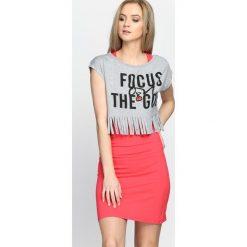 Sukienki: Szaro-Koralowa Sukienka Focus The Go
