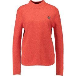 Swetry klasyczne damskie: khujo LOURDES Sweter washedfieryred