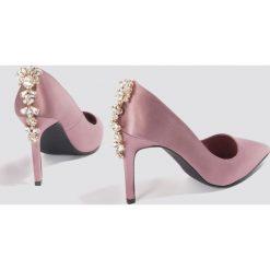 Szpilki: NA-KD Shoes Satynowe szpilki ze zdobionymi obcasami - Pink,Purple