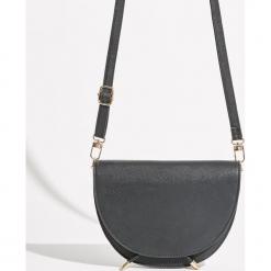 Półokrągła torebka z klapą - Czarny. Czarne torebki klasyczne damskie Sinsay. Za 49,99 zł.