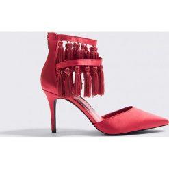 NA-KD Shoes Szpilki z chwostami - Red. Czerwone szpilki marki NA-KD Shoes, w paski. W wyprzedaży za 60,89 zł.