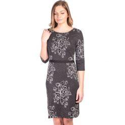Sukienka srebrna w róże QUIOSQUE. Czarne sukienki dzianinowe marki QUIOSQUE, l, vintage, dopasowane. W wyprzedaży za 36,00 zł.