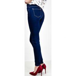 Jeansy damskie: Ciemne rurki jak jeansy z kieszeniami