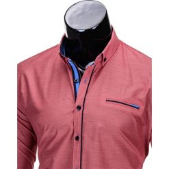 KOSZULA MĘSKA Z DŁUGIM RĘKAWEM K322 - CZERWONA. Brązowe koszule męskie na spinki marki Ombre Clothing, m, z aplikacjami, z kontrastowym kołnierzykiem, z długim rękawem. Za 59,00 zł.