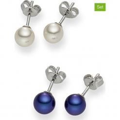 Kolczyki-wkrętki (2 pary) z perłami w kolorze białym i niebieskim. Białe kolczyki damskie Pearls Special, z perłą, z mosiądzu. W wyprzedaży za 68,95 zł.