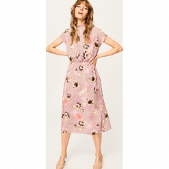 Sukienka we wzory - Różowy. Czerwone sukienki marki Reserved. W wyprzedaży za 79,99 zł.