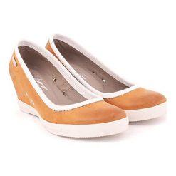 Buty ślubne damskie: Skórzane czółenka w kolorze piaskowym