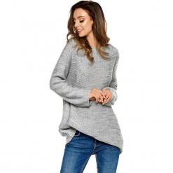 Sweter w kolorze jasnoszarym. Szare swetry oversize damskie Lemoniade, ze splotem. Za 169,95 zł.