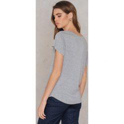 Rut&Circle T-shirt V Alina - Grey. Zielone t-shirty damskie marki Rut&Circle, z dzianiny, z okrągłym kołnierzem. Za 64,95 zł.