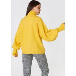 Swetry damskie: Trendyol Sweter z golfem i bufiastym rękawem - Yellow