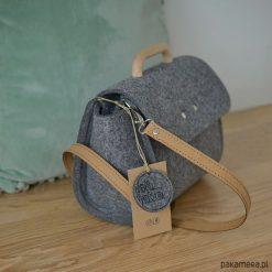 Mała szara filcowa torebka Felt&Wood II limitowa. Szare torebki klasyczne damskie Pakamera, małe. Za 135,00 zł.