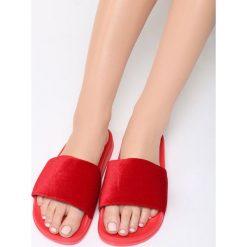 Czerwone Klapki Magenta Splash. Czerwone crocsy damskie Born2be, z materiału, na platformie. Za 49,99 zł.