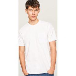 T-shirt z bawełny organicznej - Biały. Białe t-shirty męskie marki Reserved, l, z bawełny. W wyprzedaży za 29,99 zł.