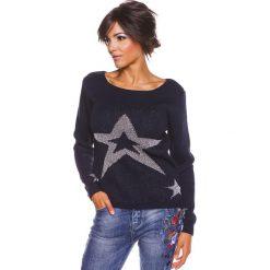"""Sweter """"Jostine"""" w kolorze granatowym. Swetry klasyczne damskie 100% Maille, s, ze splotem, z okrągłym kołnierzem. W wyprzedaży za 108,95 zł."""