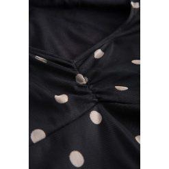 Sukienki hiszpanki: Rozkloszowana sukienka z siateczki